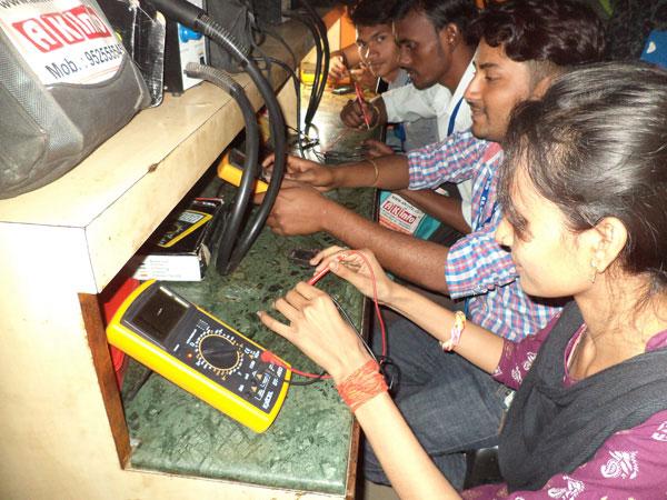ak info institute for mobile laptop led smart tv repairing course in kumhrar patna. Black Bedroom Furniture Sets. Home Design Ideas